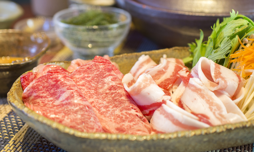 Shabushabu: taste our beef rich with collagen and pork that makes you refreshable